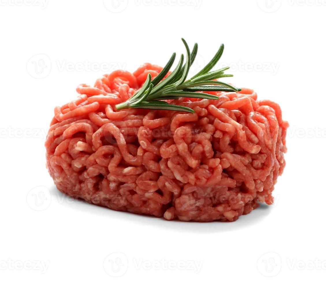 pilha de carne picada com alecrim foto