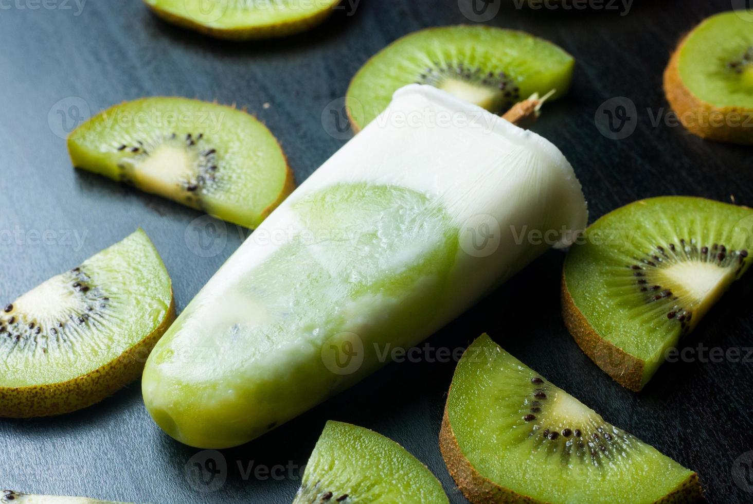 picolé com kiwi foto