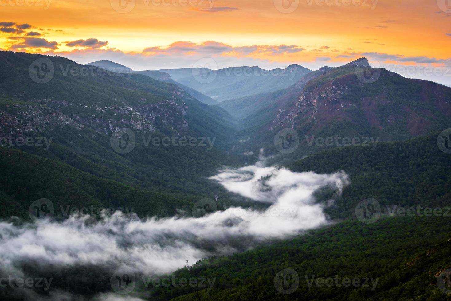 linville rio de nevoeiro foto