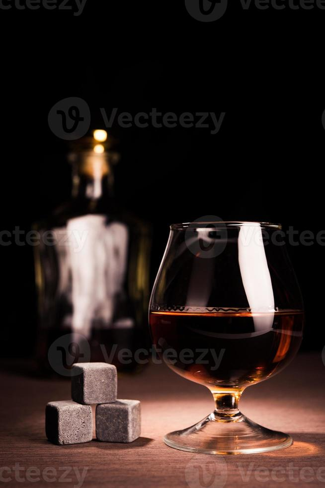 bebida de uísque em vidro foto