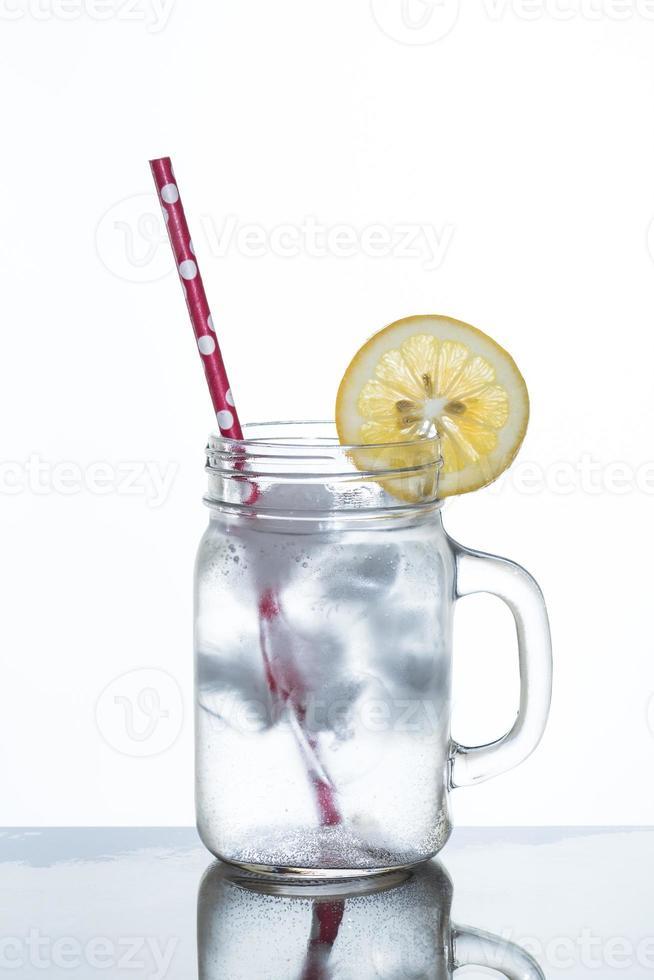 copo de limonada e gelo foto