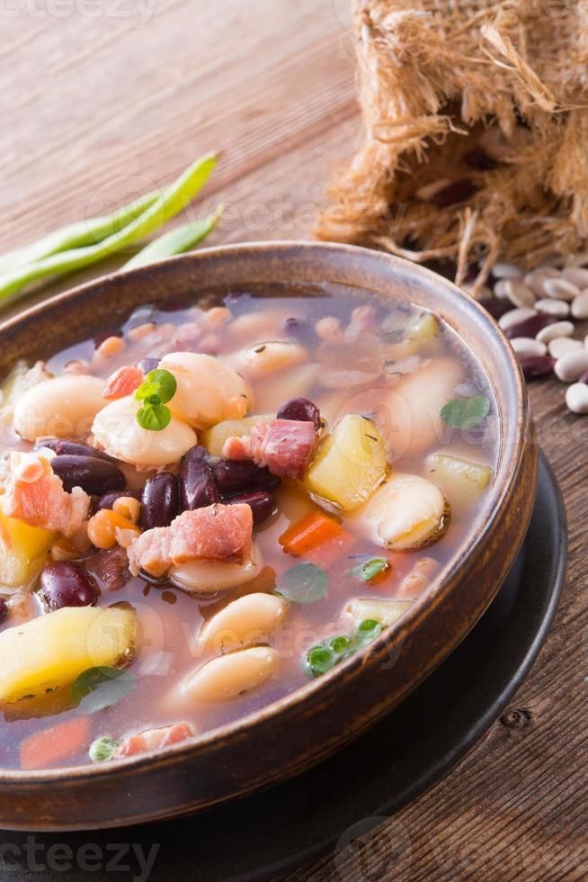 sopa de feijão foto
