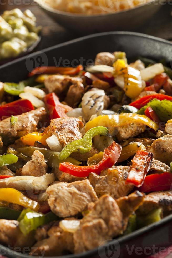 fajitas de frango caseiro com legumes foto