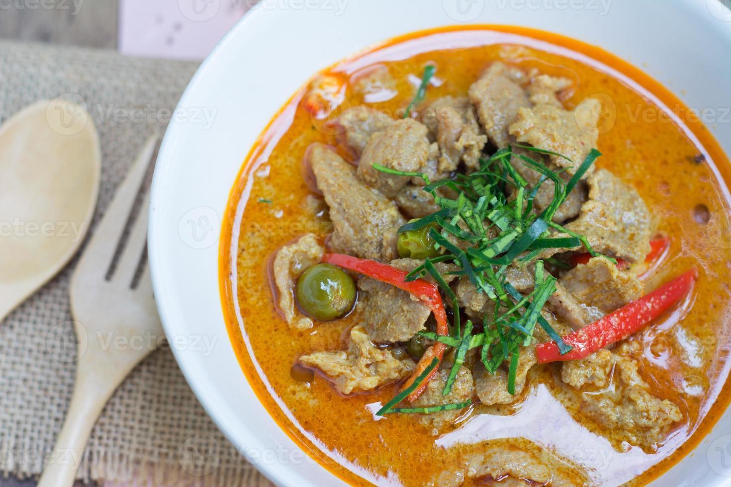caril saboroso com carne de porco (nome de comida tailandesa panang) foto