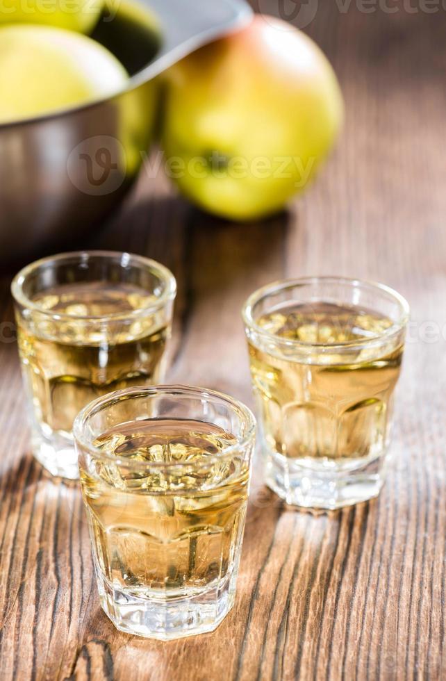 licor de maçã foto