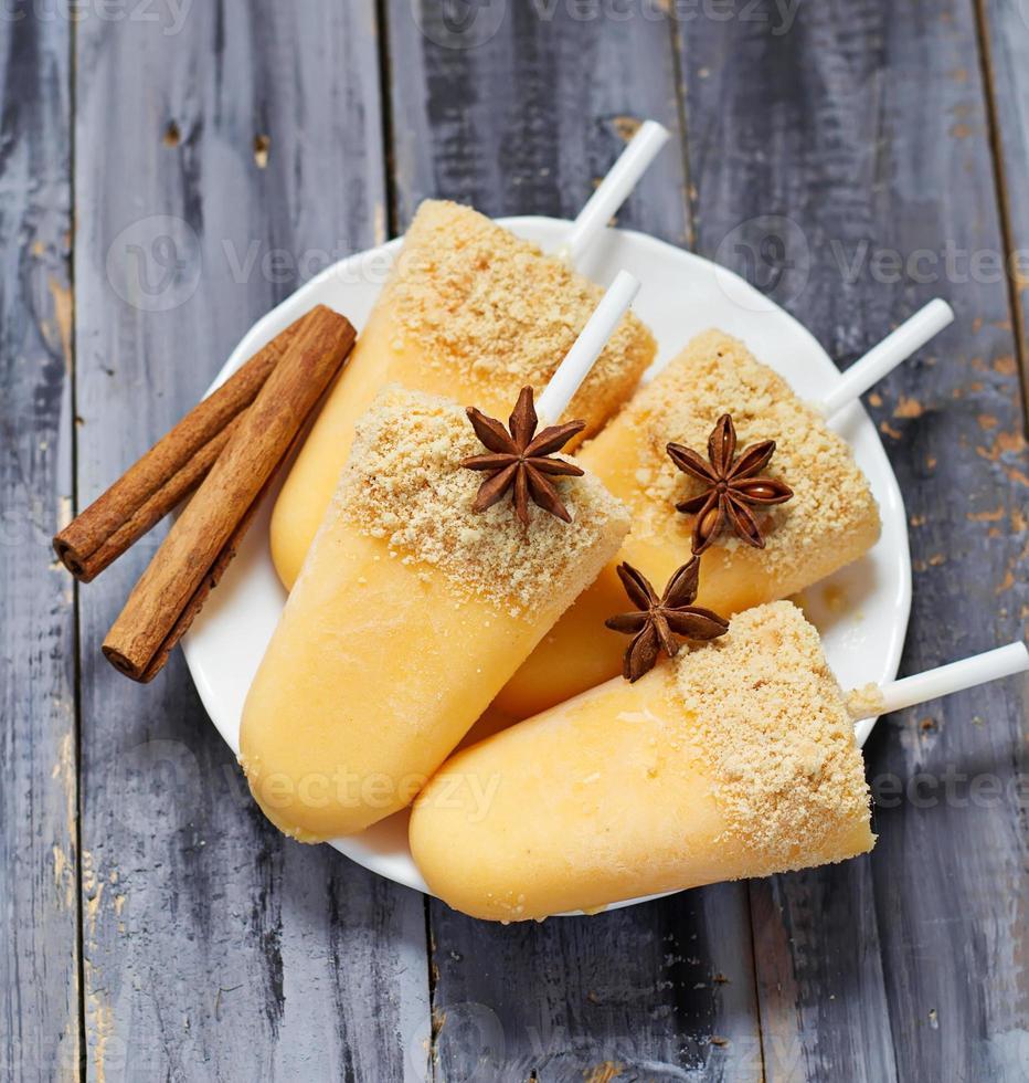 sorvete de picolé de abóbora doce foto