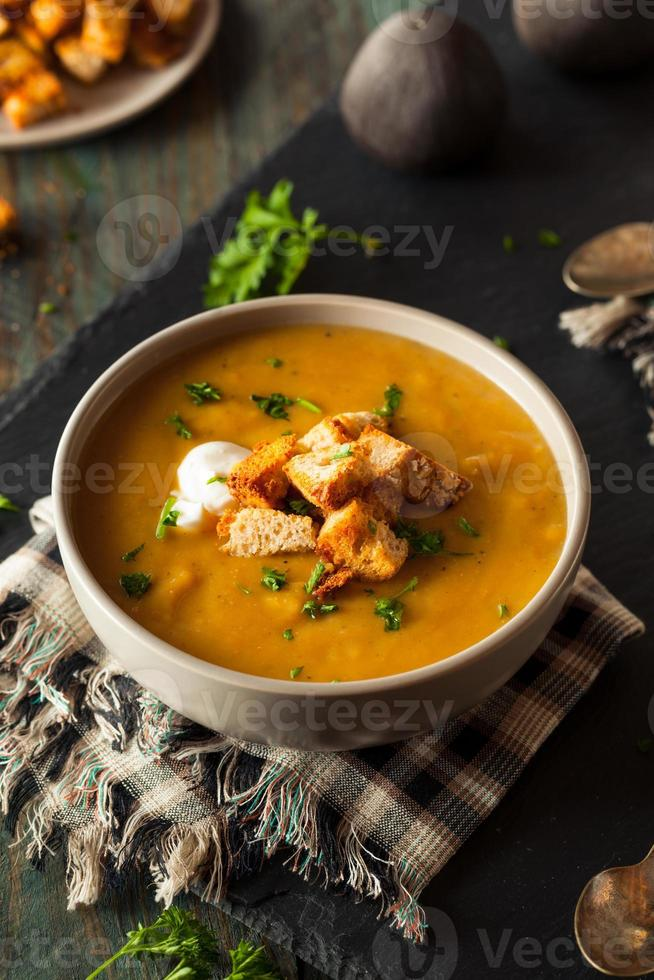 sopa de abóbora caseira quente foto