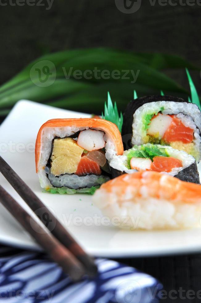 cor colorida de sushi foto