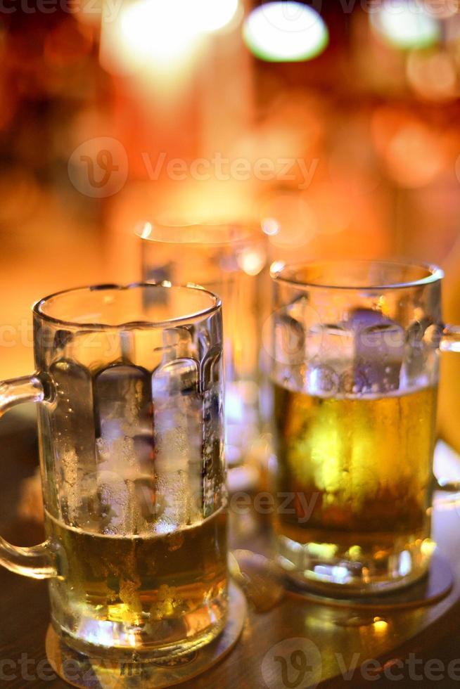pintas de cerveja gelada foto