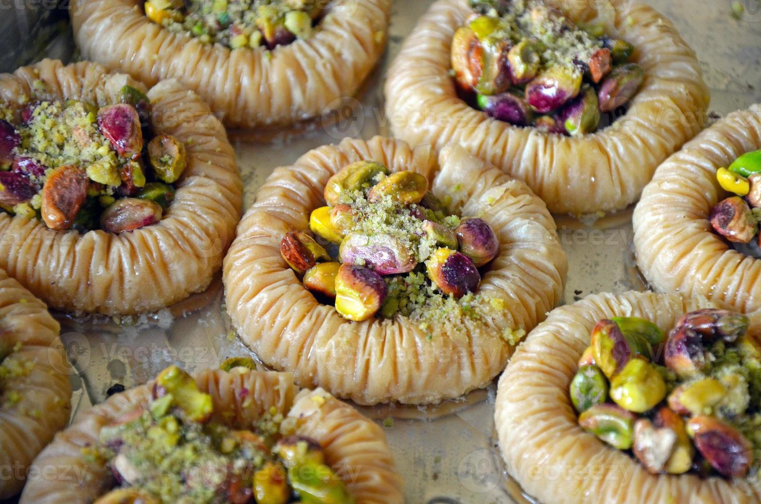 pastelaria baklava acabada de fazer foto