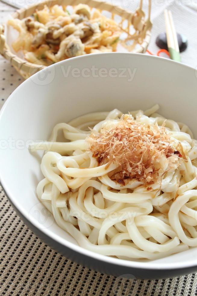 cozinha japonesa, macarrão udon frio foto