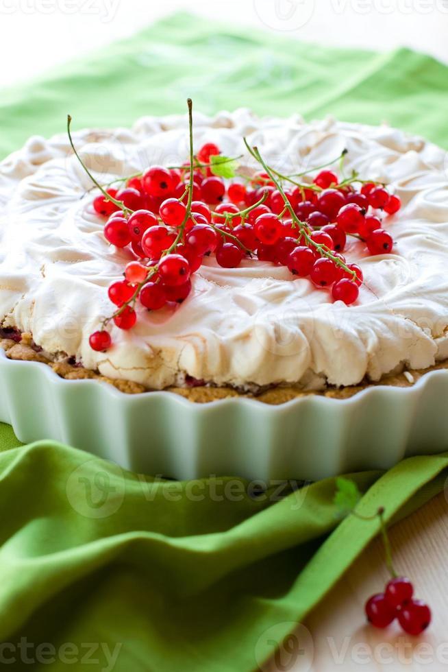 torta de merengue de groselha foto
