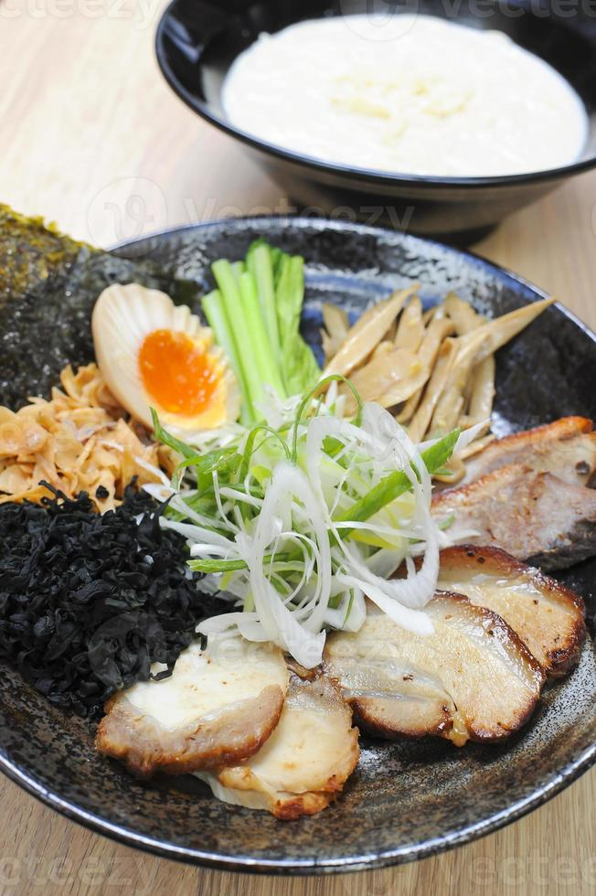 sopa de macarrão japonês foto