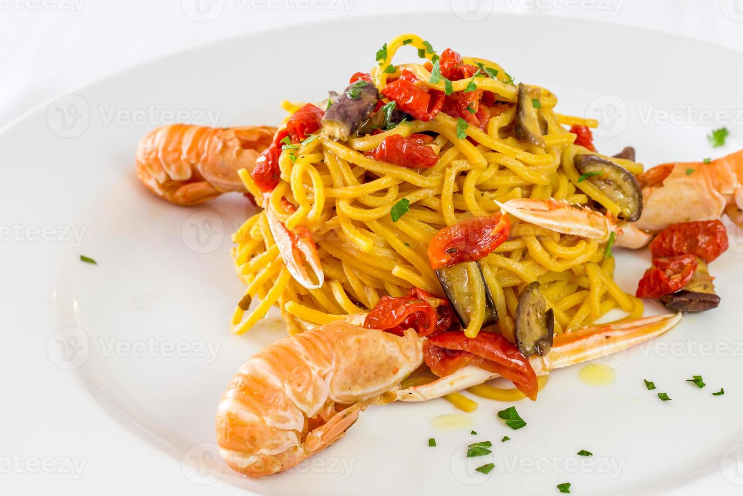 macarrão espaguete com camarão rei foto