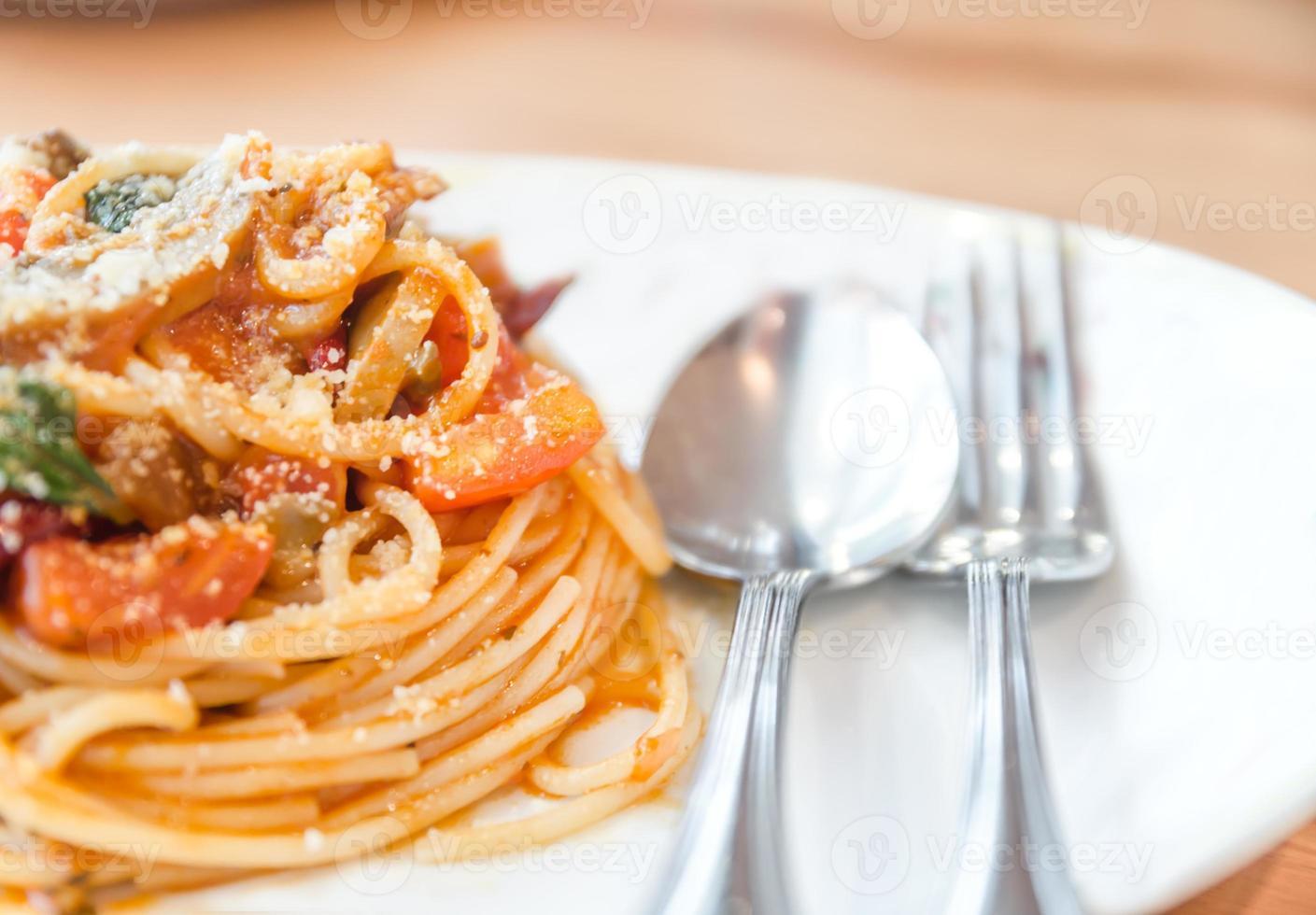 espaguete com molho de tomate e picante foto
