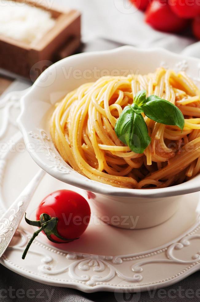 pesto vermelho siciliano tradicional com tomate foto