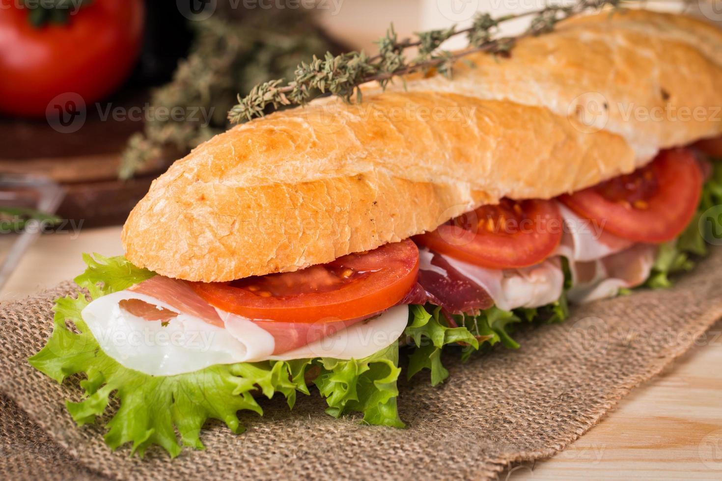 sanduíche de baguete fresca foto