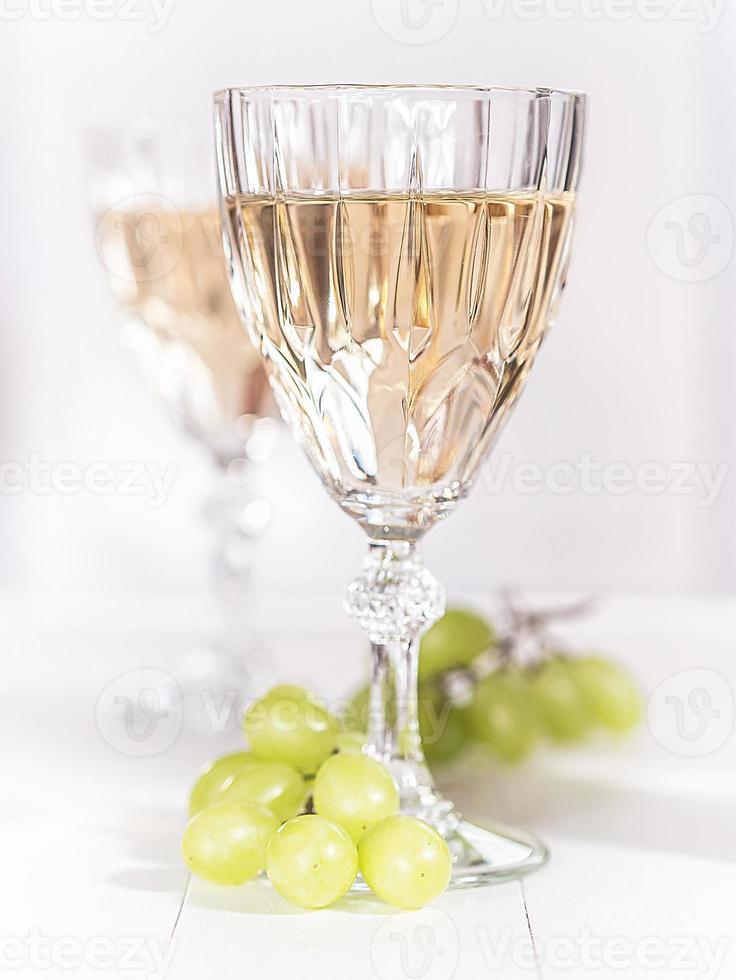 ein glas weißwein foto