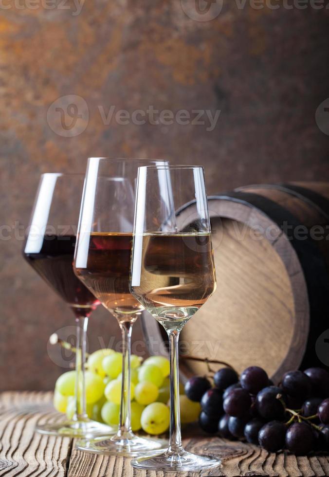 três cores de vinho foto