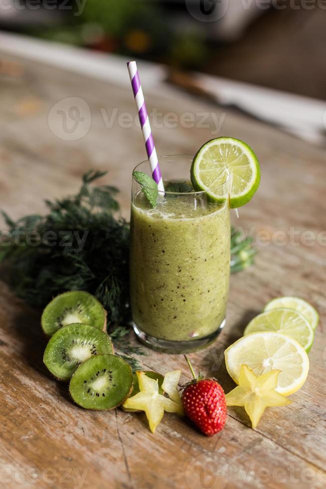 smoothie verde saudável. foto