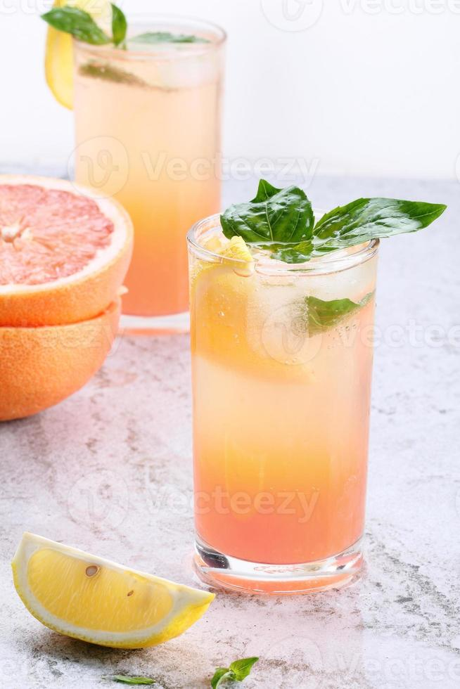 cocktail de toranja rosa fresca foto