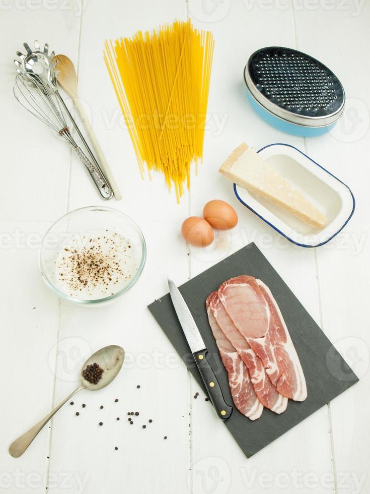 ingredientes para espaguete carbonara foto