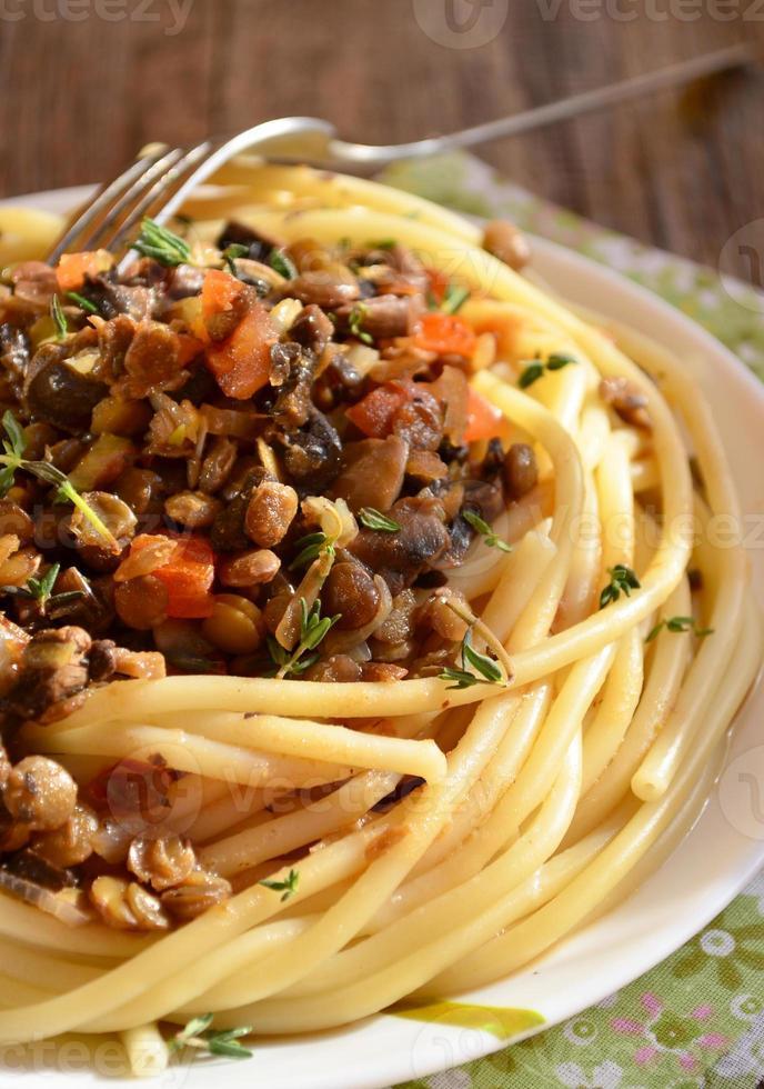macarrão com lentilha à bolonhesa foto