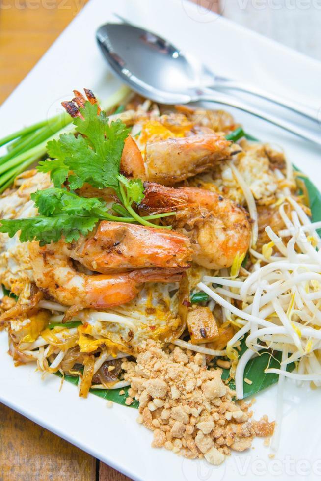 palitos de arroz frito com camarão ou almofada tailandesa goong sod foto