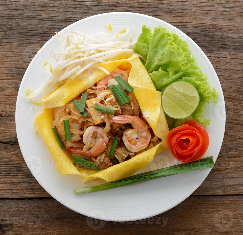 pad thai. macarrão estilo tailandês foto