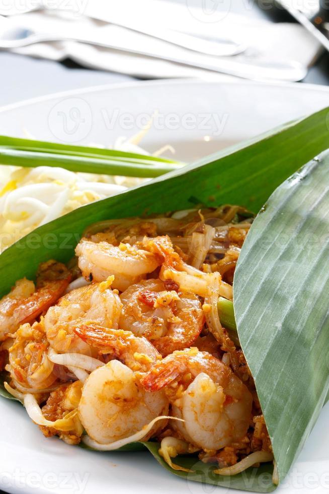 almofada tailandesa com camarões, comida tailandesa foto