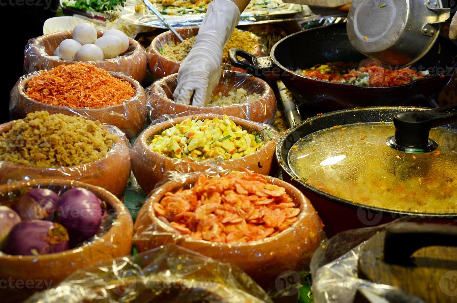 material para cozinhar pad thai goong sod foto
