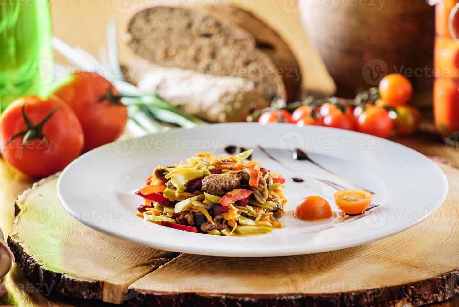 carne com legumes foto