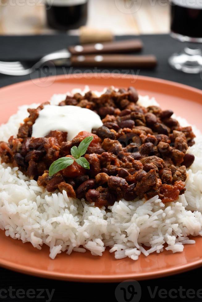 chili com carne e arroz foto
