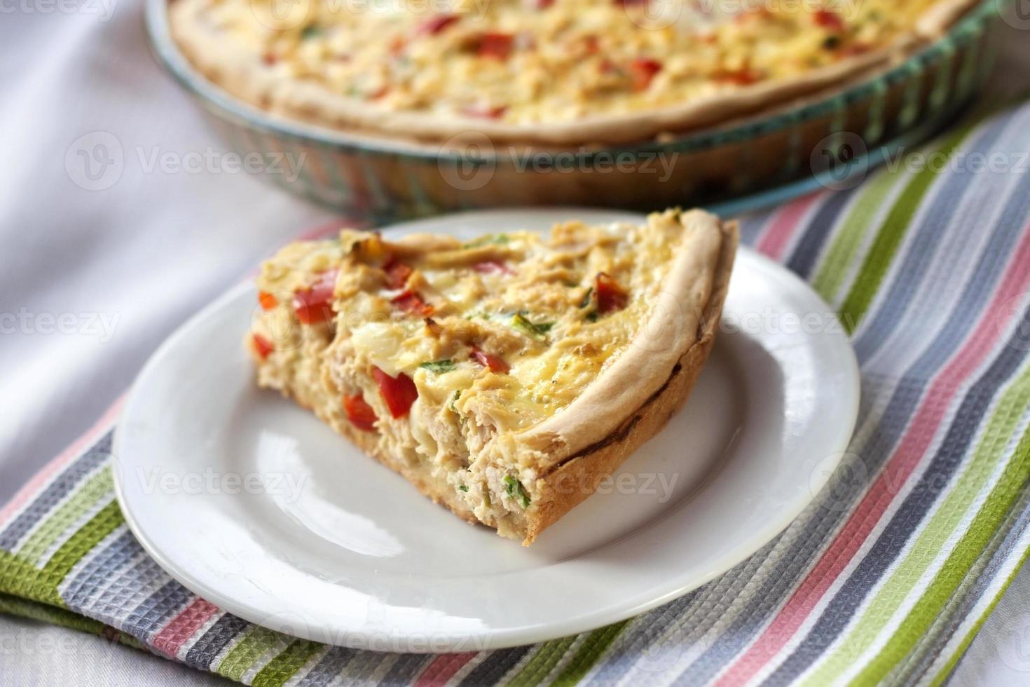 torta de frango com pimentão e queijo de cabra foto