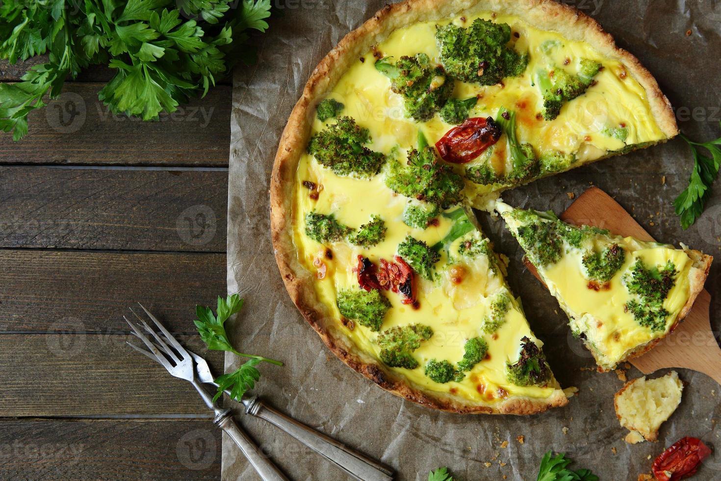 fritada rústica, torta com brócolis foto