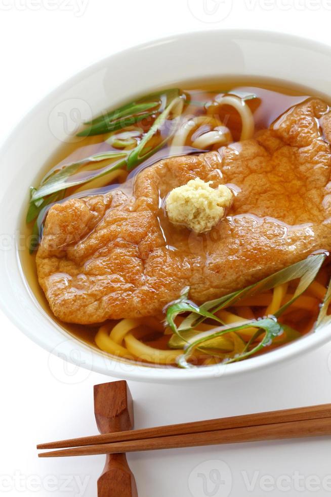 macarrão kitsune udon, culinária japonesa foto
