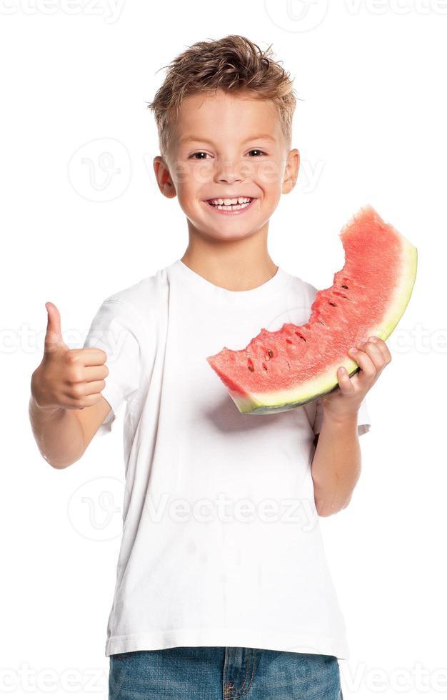 menino com melancia foto