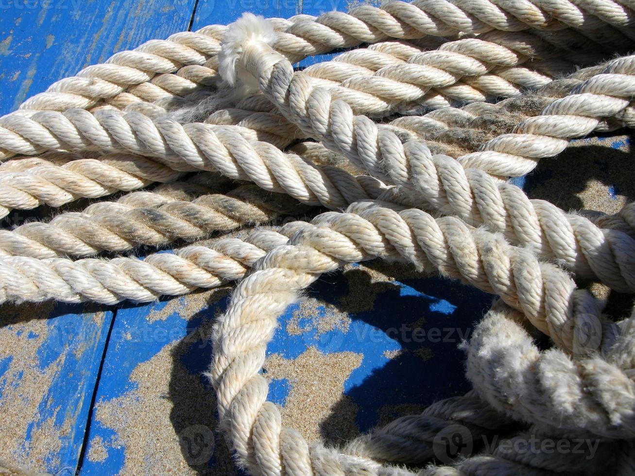 corda e areia no convés foto