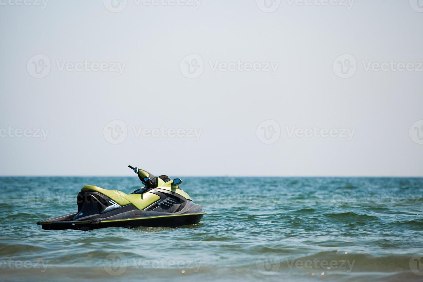 jet ski na água foto
