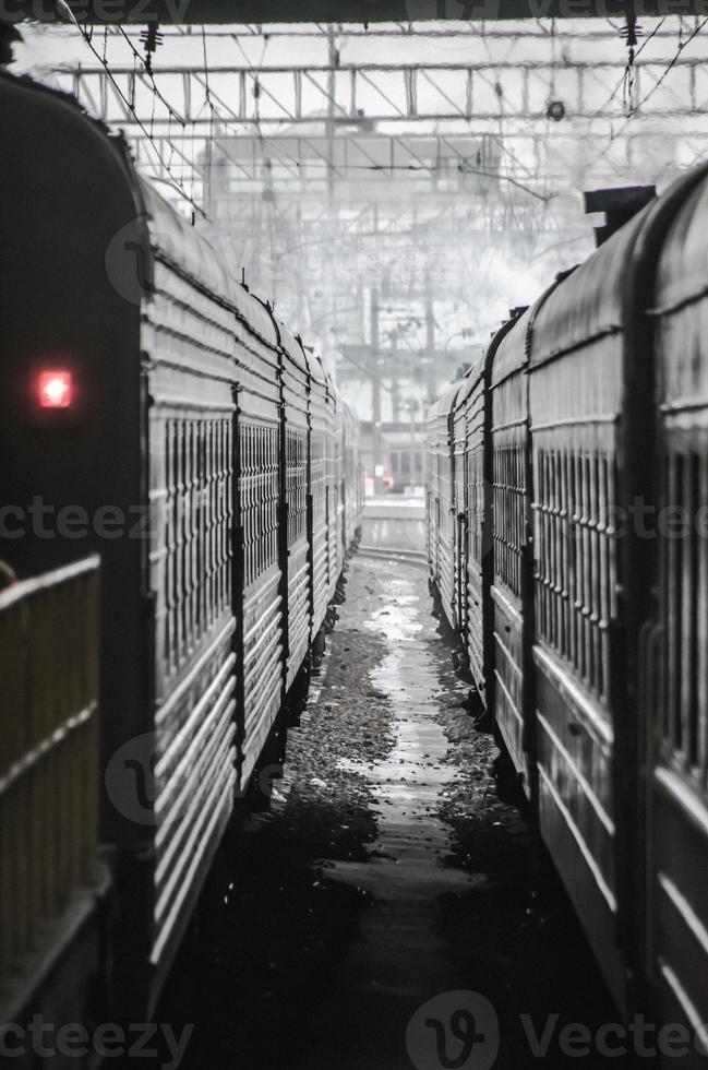 trens na estação de trem foto