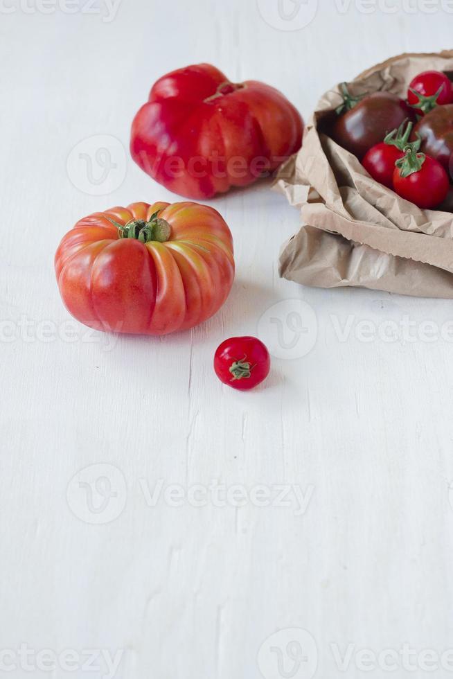 carne orgânica, kumato e tomate cereja foto