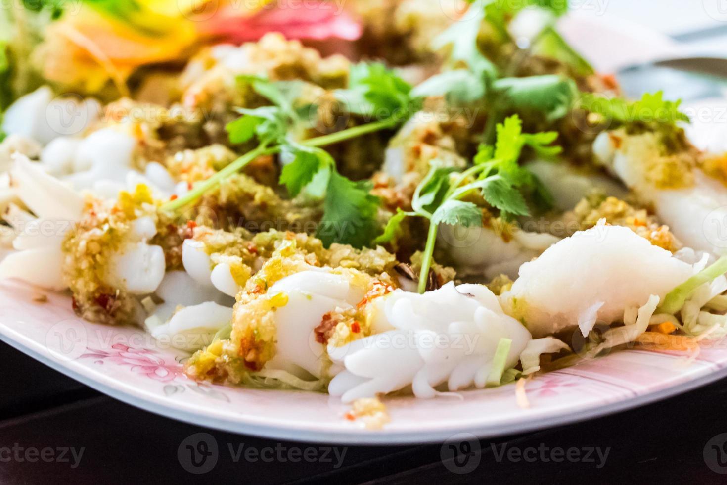 comida tailandesa frutos do mar yum. foto