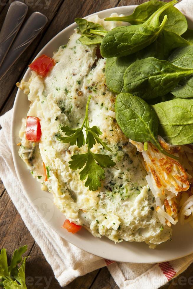 omelete de clara de ovo saudável de espinafre foto