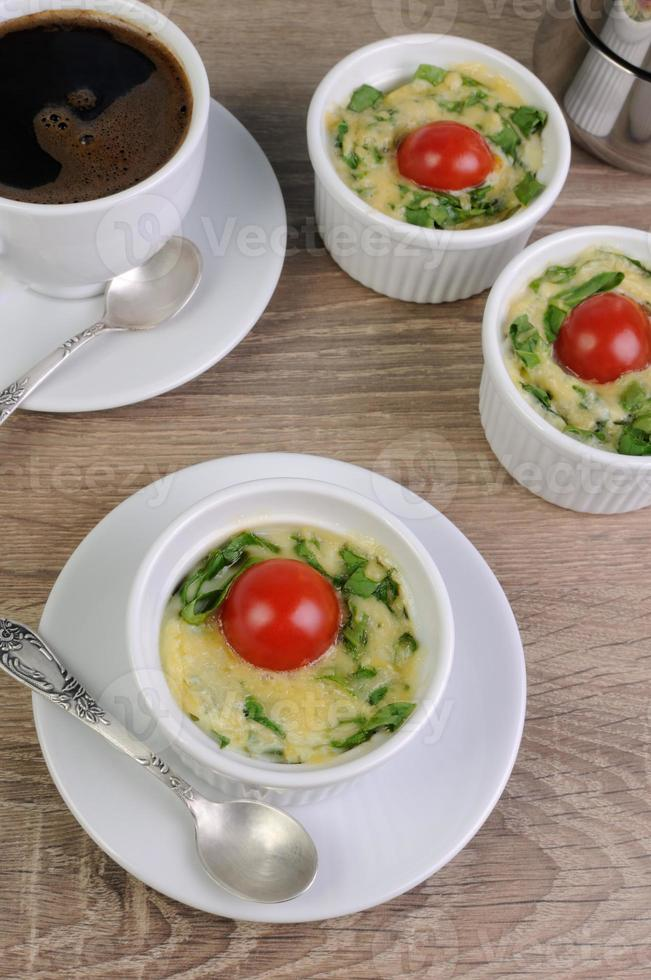 omelete com espinafre e queijo foto