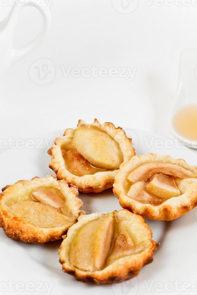 tortinhas caseiras com pêra escalfada foto