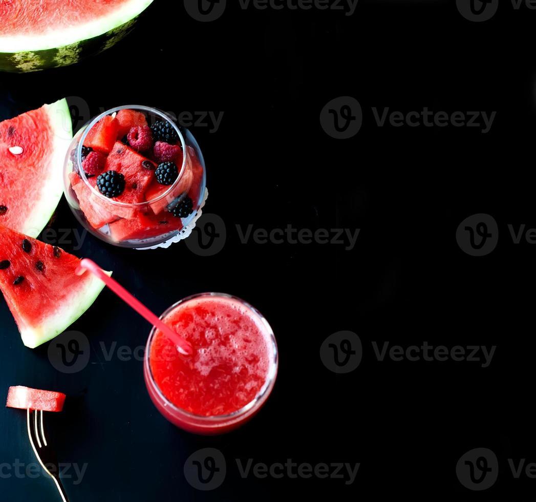 salada de frutas de verão de polpa de melancia foto