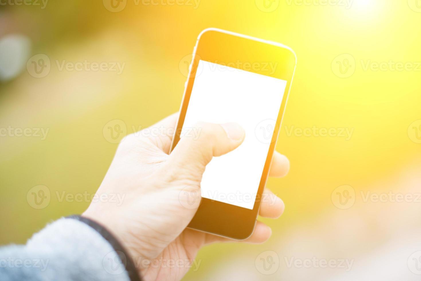 usando telefone celular foto