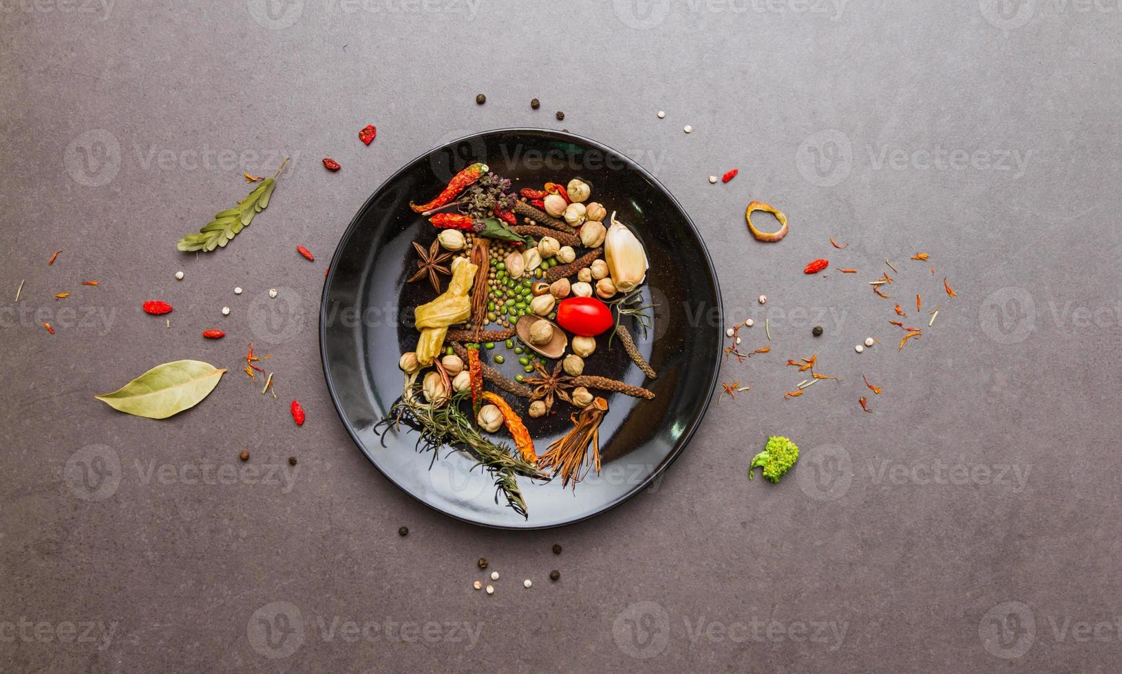 especiarias e ervas mistas para cozinhar. foto