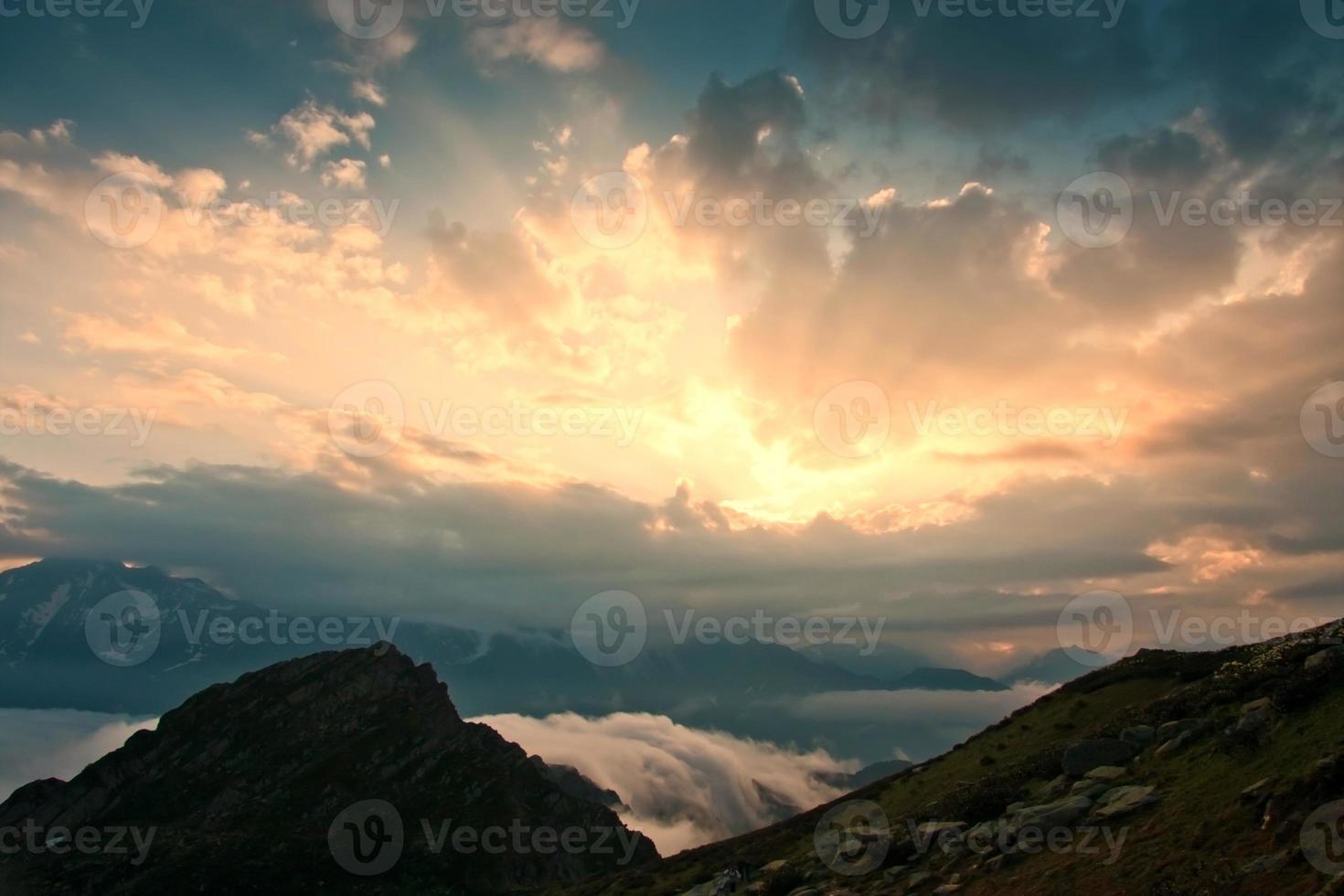 montanha pôr do sol verão foto