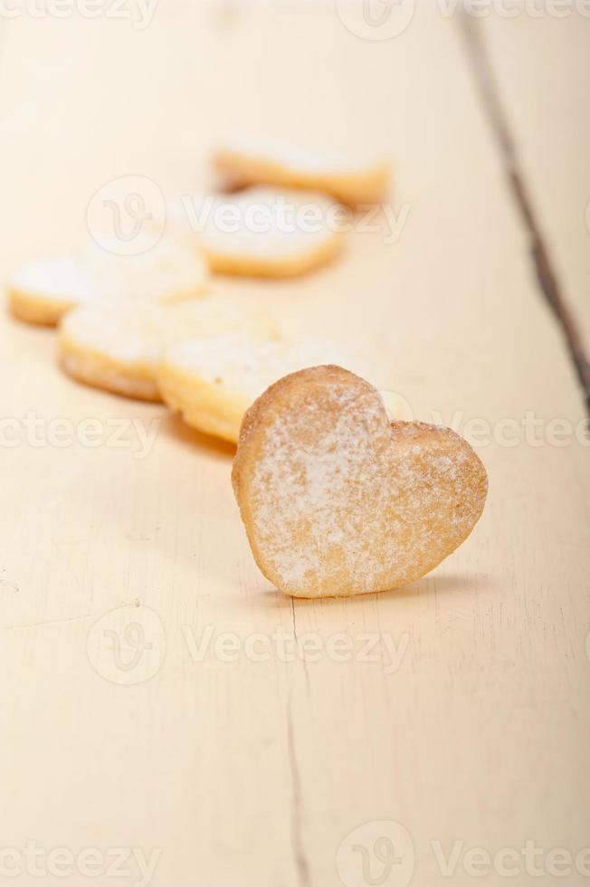 biscoitos em forma de coração shortbread namorados foto